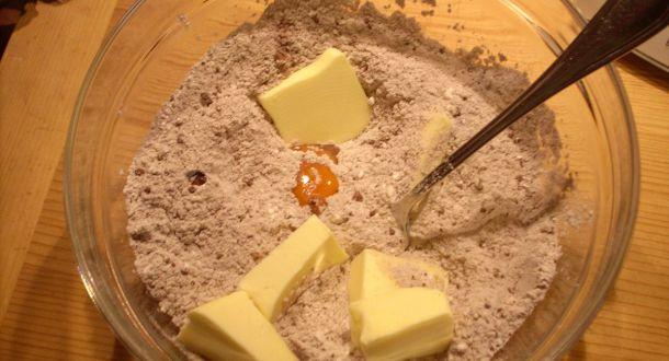 preparazione impasto biscotti al cioccolato
