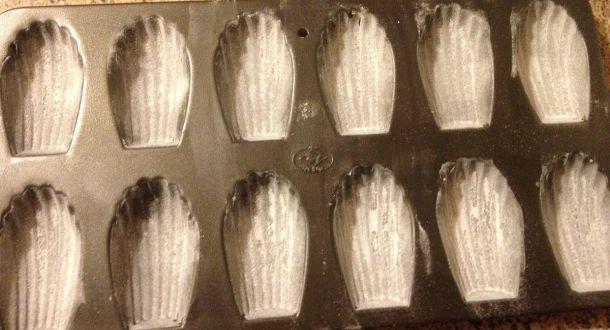 preparazione delle madeleine ripiene alla Nutella step 3