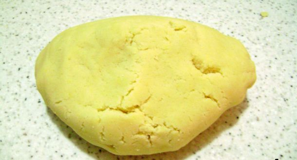 preparazione dei biscotti di Natale decorati step 4