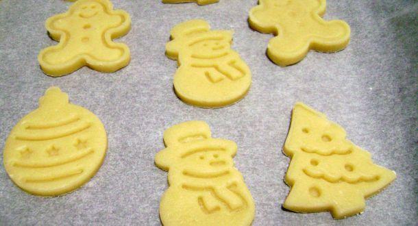preparazione dei biscotti di Natale decorati step 6