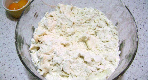 preparazione dei biscotti decorati con cioccolato e cocco step 2