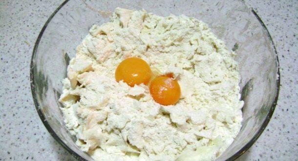preparazione dei biscotti al pan di zenzero step 1