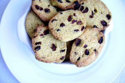 biscotti di farina gialla con uvetta