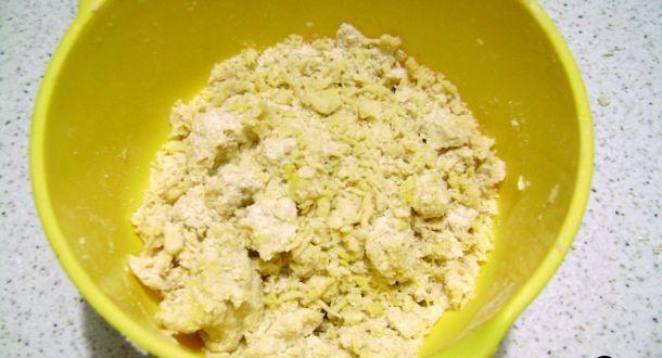 preparazione biscotti di farina di mais con uvetta fase 2