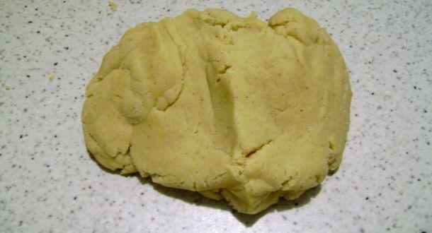 preparazione biscotti di farina di mais con uvetta fase 3