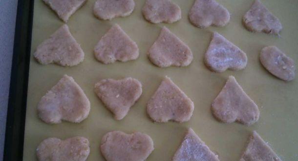 Preparazione dei biscotti agli albumi con le mandorle fase 4