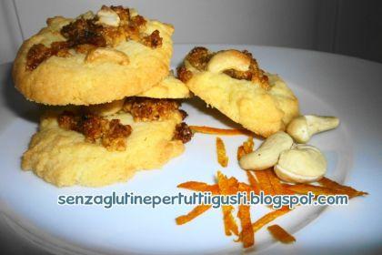 biscotti con anacardi e marmellata di arance