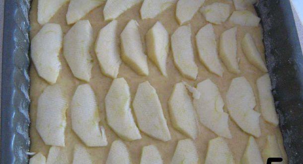 torta di mele light con miele pronta per andare in forno