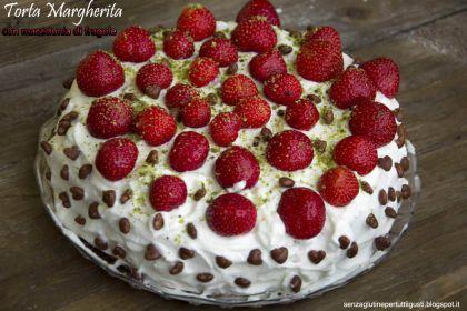 Torta margherita con macedonia di fragole e panna