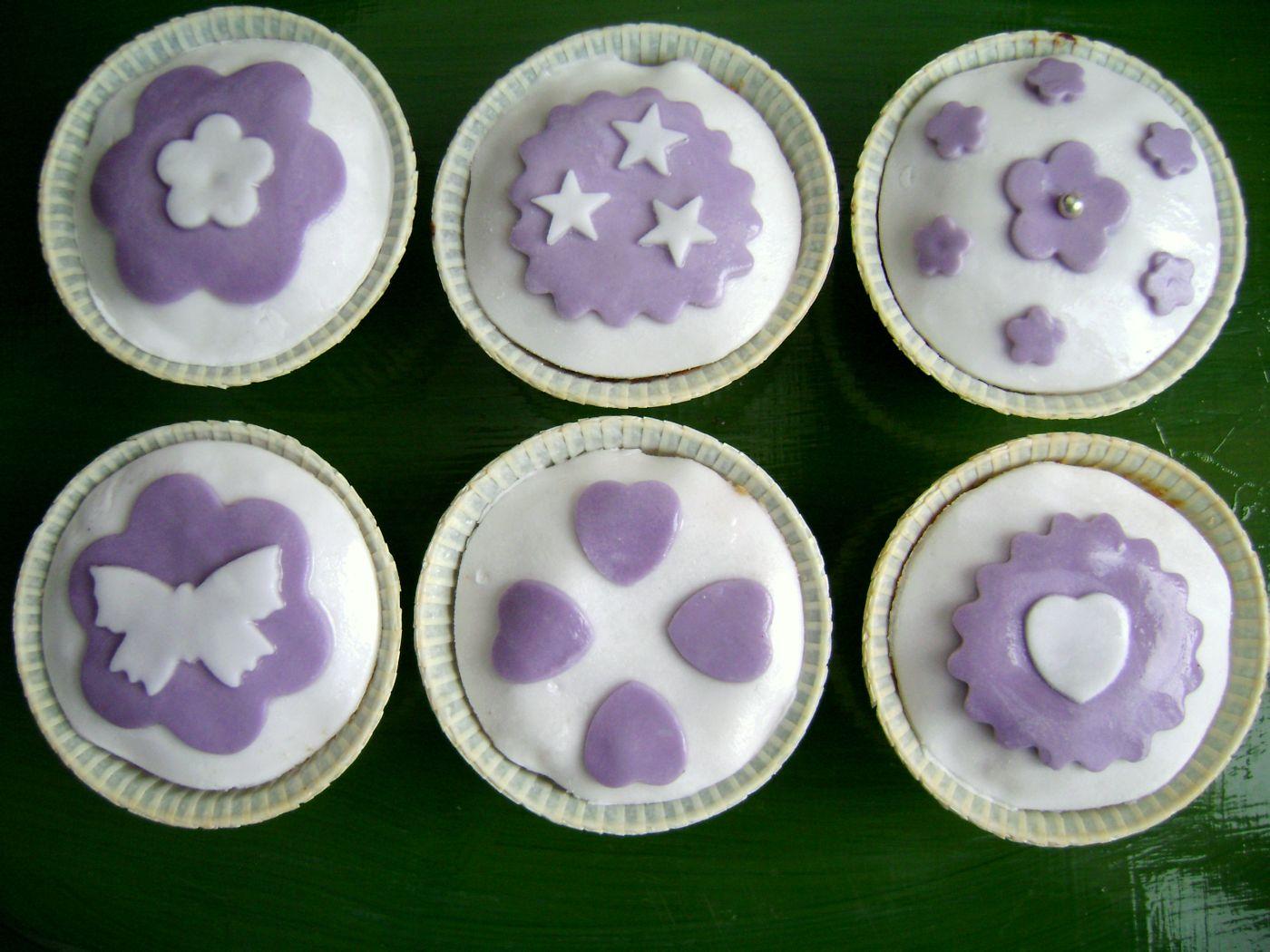 cupcake_alla_cannella_decorati_con_pasta_di_zucchero_1.jpg