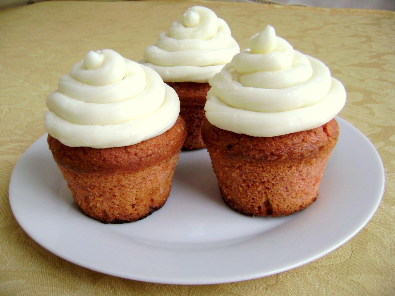 red_velvet_cupcakes_con_crema_di_burro_alla_vaniglia.jpg