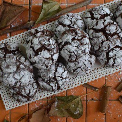 Biscotti crepati al cioccolato e cannella